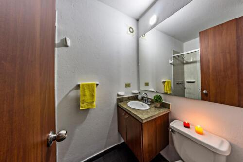 fotografía Arquitectónica - baño Portal Javeriana