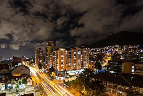 Fotografía Arquitectónica - Fachada noche Portal Javeriana